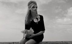 www.GetBg.net_Girls___Models_Black_and_white_photo_model_Cara_Delevingne_110595_