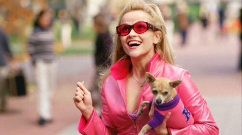 В розовых рюшах: 43-летняя «блондинка в законе» Риз Уизерспун  повторила свой знаменитый кинообраз