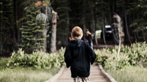 Не повернувся з прогулянки: під Харковом безслідно зник 14-річний хлопець-фото, особливі прикмети
