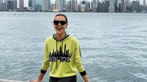 Показала джинсы за 19 тысяч гривен: Ирина Шейк продемонстрировала повседневный наряд для прогулок с дочерью (ФОТО)