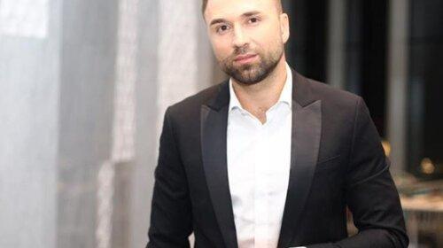 Нагодував вегана м'ясним борщем: Холостяк Максим Михайлюк вразив прихильниць умінням готувати (відео)