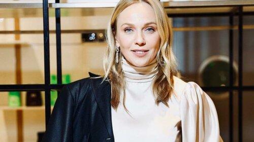 Без макіяжу і красивих нарядів: дружина Валерія Меладзе показала, як виглядає поза екраном — домашній стиль від Альбіни Джанабаєвої