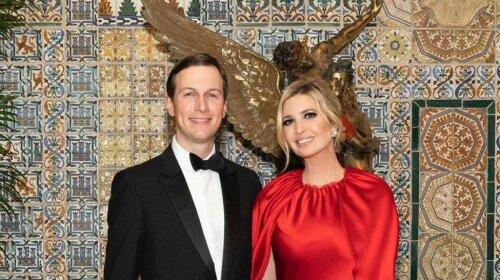 Іванка Трамп в сукню з червоного шовку затьмарила саму Меланію Трамп: самий гламурний образ новорічної ночі
