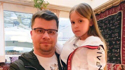 Над малолетней дочерью Кристины Асмус  и Гарика Харламова грязно пошутили из-за постельной сцены актрисы-матери (ФОТО)
