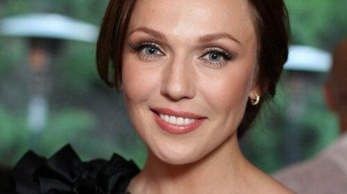 На шпильках і в чорній сукні: Альбіна Джанабаєва похвалилася розкішною фігурою в ефектному образі