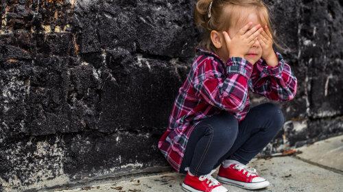 Как помочь ребенку избавиться от страхов: шпаргалка родителям от психолога