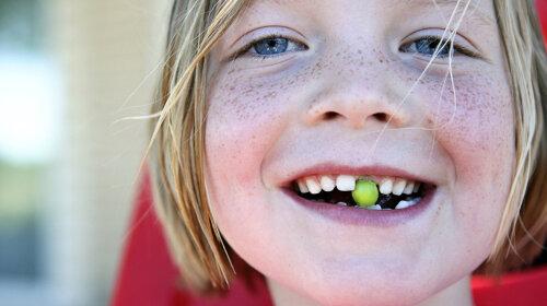 Почему стоит хранить молочные зубы ребенка: они могут спасти жизнь