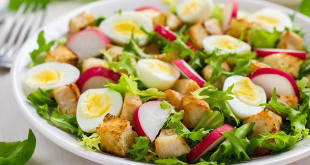Салат из куриного филе с редисом