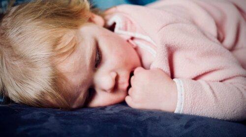 Чому варто дозволити дитині спати зі світлом