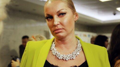 Забула змінити одяг: скандальна Волочкова зганьбилася в Мережі новим шпагатом