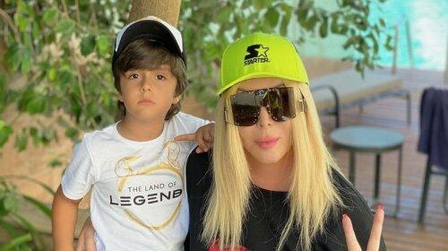 Брюки, платья и модные очки: Ирина Билык показала три эффектных образа на отдыхе в Турции с младшим сыном Табризом (фото)