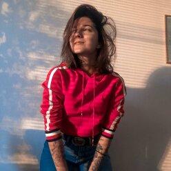 22-летняя падчерица Потапа в мужской рубашке рассказала о неудачах в любви