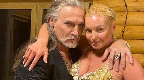 """""""А куда Джигурда делся?"""": Волочкова снялась обнаженной в бане, прикрыв интимные места веником"""