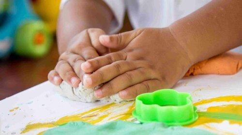 как научить ребенка говорить, как развить моторику рук у ребенка
