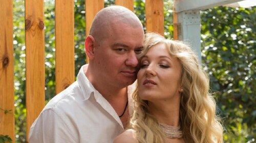 Нежность зашкаливает: Евгений Кошевой умилил Сеть фото с любимой женой