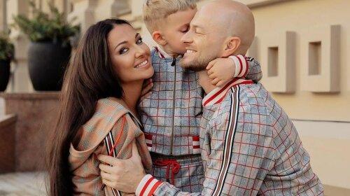 Тепер ясно, на кого накинуться зіркові наречені: Влад Яма вперше показав обличчя 5-річного сина