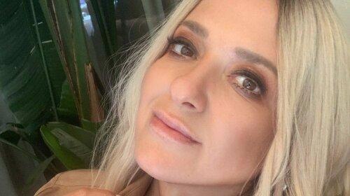 45-летняя Наталья Могилевская надела бежевый купальник ради эффектного кадра в бассейне: «Нереальная красота»