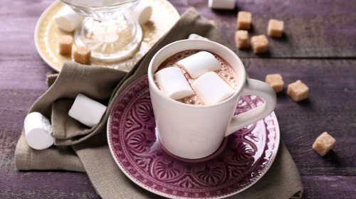 Hot_chocolate_drink_Marshmallow_cup_saucer_527247_3840x2400-1