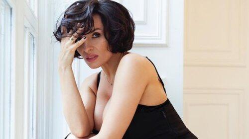 «ВИА-Гра все еще действует...»: 38-летняя Надежда Мейхер восхитила эффектным формами в кружевном наряде с декольте (фото)