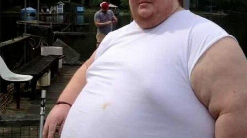 Парень весит уже 320 килограмм и не собирается на этом останавливаться: «Я просто буду есть, пока не умру»