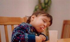 Кумедні фото дітей, які можуть заснути де завгодно