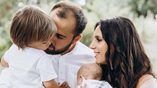 З чоловіком-красенем і чотиримісячним сином: Джамала, яка нещодавно народила, поділилася милим сімейним фото