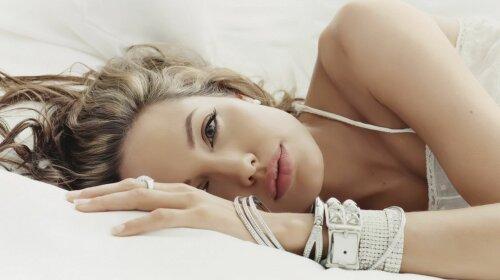 celebrity-angelina-jolie-9763