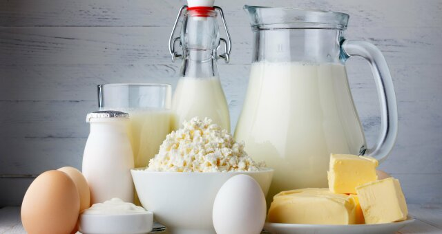 Молоко и кисломолочные продукты стоит употреблять с осторожностью