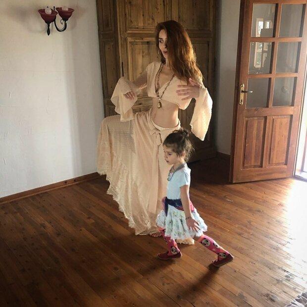 Нур Феттахоглу с дочкой Элизой