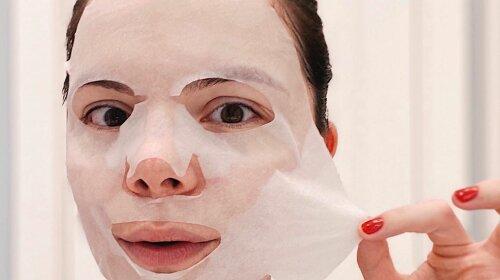 Молодая жена Петросяна, вырядившись в брендовое пальто и шляпу, рассказала о генетическом дефекте на своем лице