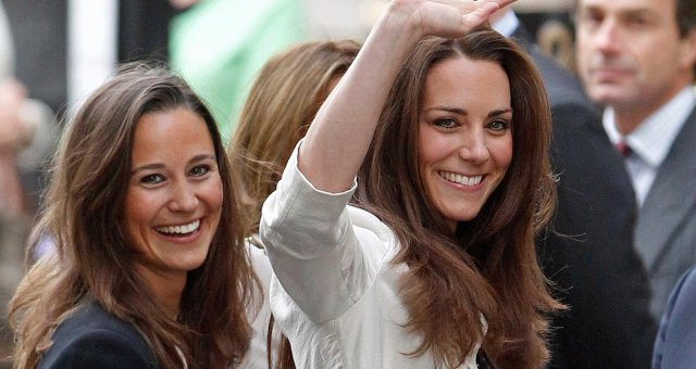 03-holding-pippa-and-kate-middleton-sister-moments