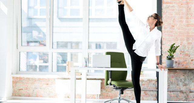 фитнес в офисе: 3 упражнения