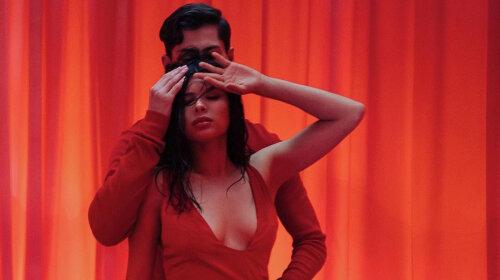 Показала Каменских настоящую страсть: латиноамериканка Мишель Андраде покорила горячими танцами в новом клипе