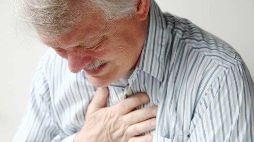 Врачи назвали три первых симптома повышенного холестерина