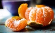 chem-otstirat-mandarin-s-beloj-odezhdy