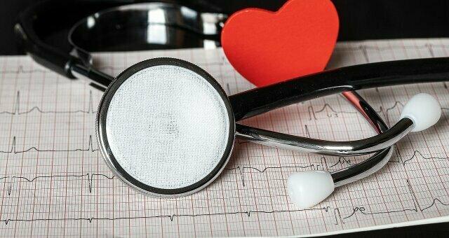 Не пропусти тревожный звоночек: медики назвали опасный признак высокого давления
