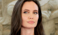 Image: Angelina Jolie in Cambodia