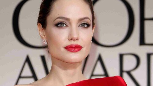 new-hollywood-Angelina-Jolie-red-lips-hot-sexy-Photos-