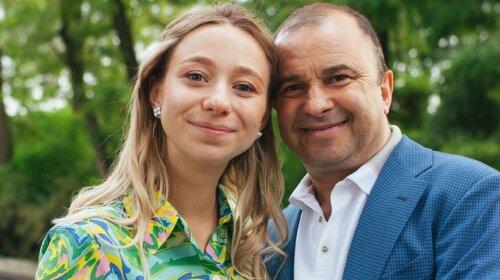 Молодая жена Виктора Павлика рассказала, почему не носит мини: причина очень веская