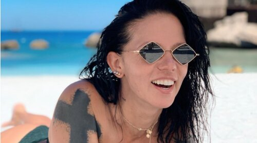 Потап кусає лікті: 43-річна Ірина Горова показала пляжні фото в яскравому купальнику (фото)