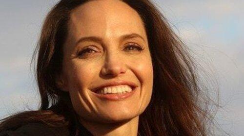 Анжелина Джоли после рака прямо на улице засветила формы без нижнего белья: «Горячая актриса» (ФОТО)
