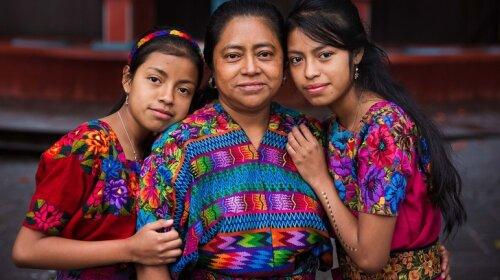 Уникальный проект: фотограф показала, чем отличаются мамы в разных странах