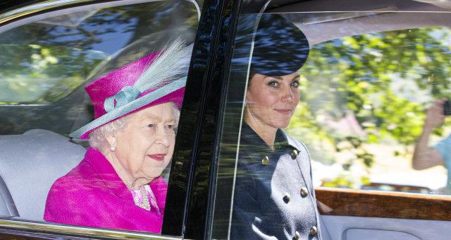 Королева Елизавета и Кейт Миддлтон