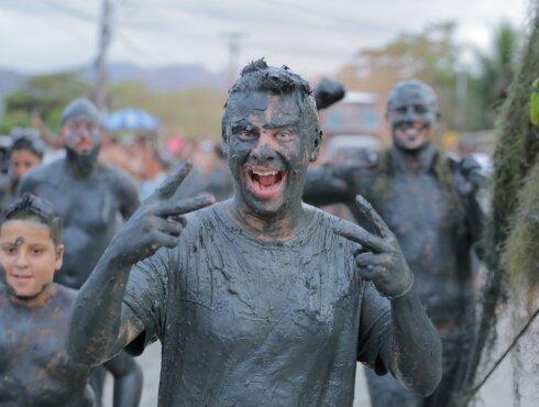 Сумасшедший парад грязи: Дмитрий Комаров отправится на альтернативный бразильский карнавал