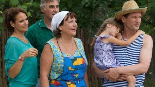 """Женька выросла и обзавелась семьей: звезда """"Сватов"""" показала красавца-мужа, от которого родила сына"""