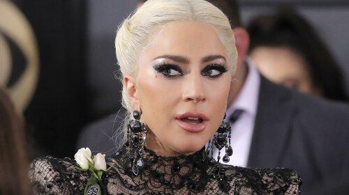 Леді Гага поцілувала свого бойфренда на публіці - і це не Бредлі Купер