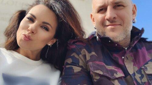Потап стане татком: вагітна Настя Каменських приховала кругленький живіт за чорною сумкою