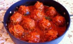 Вкусные мясные фрикадельки в томатном соусе: экономит массу времени и сил