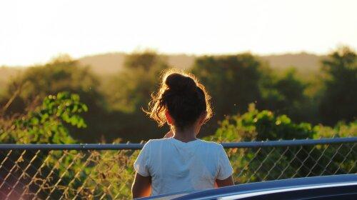 На Киевщине пропала девочка: стрижка под каре и карие глаза — родители умоляют откликнуться (ФОТО)