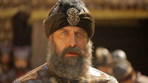 """Он покорил сердца миллионов женщин: как сейчас выглядит турецкий актер, сыгравший султана Сулеймана в сериале """"Великолепный век"""""""